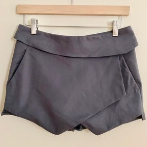 2/$20 Aritzia Grey Talula Shorts